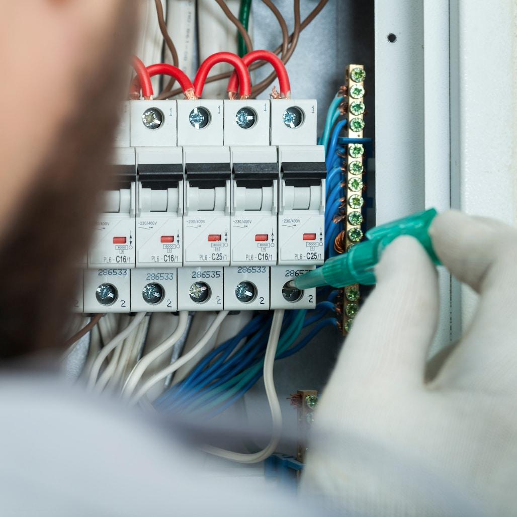 Phoenix Handyman Services, Electrical Contractors in Phoenix, Tempe, Mesa, AZ, www.yourphoenixhandyman.com
